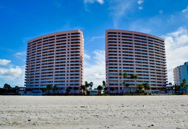 CRESCENT BEACH CLUB Condo